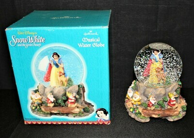 Walt Disney Snow White & the Seven Dwarfs Musical Globe Heigh-Ho in Original Box