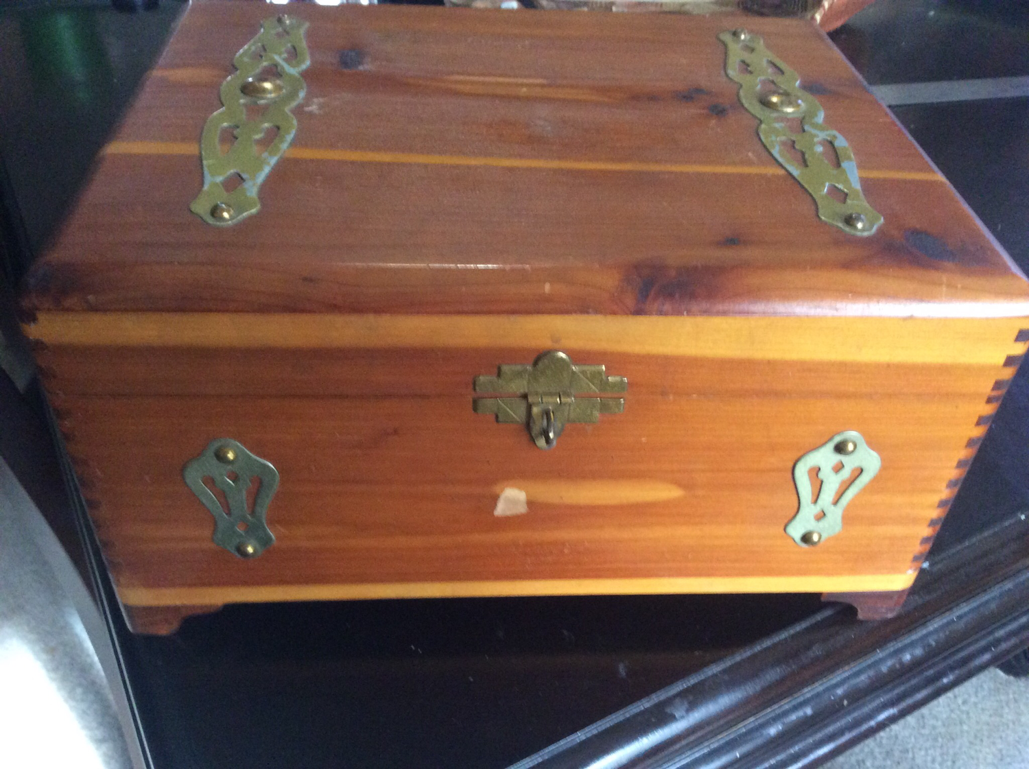 Cedar Djinn box keep tabernacles of Djinns in while they are fulfilling thy wishes to be granted