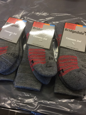 BRIDGEDALE HIKE LW ENDURANCE BOOT SOCKS MEDIUM 6-8.5 X 3 PAIRS GREY/RED SECONDS