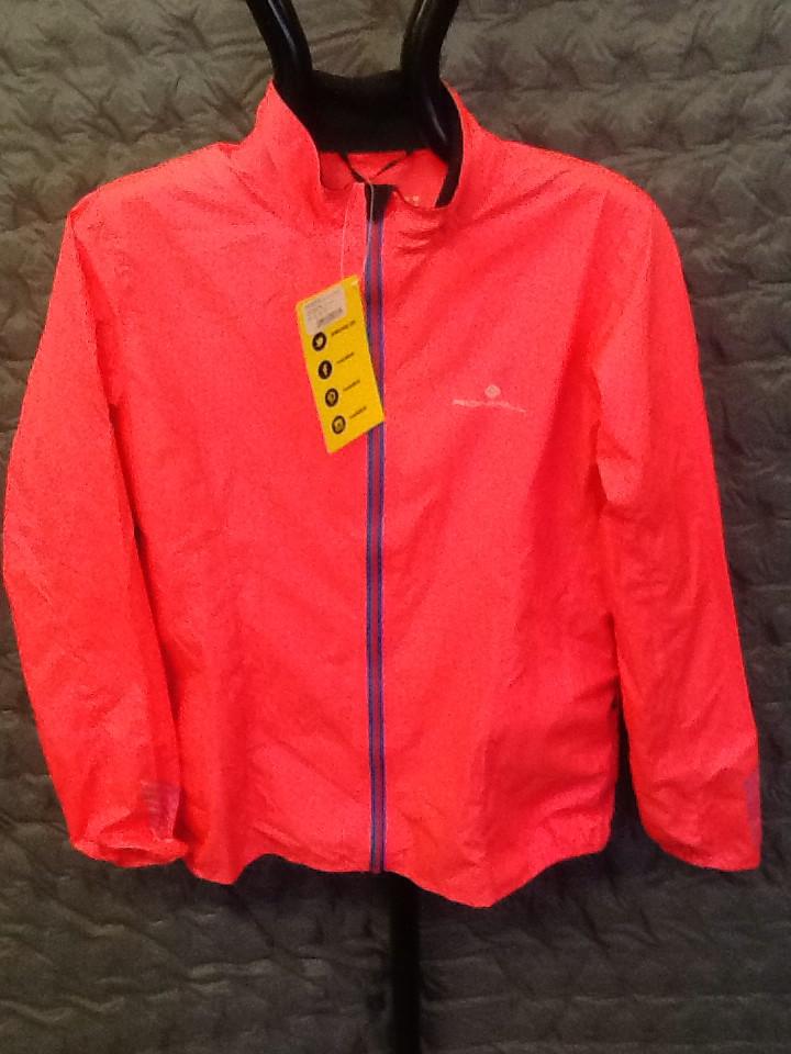 RONHILL WOMEN'S stride WINDLITE jacket hot pink 10