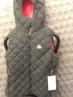 MOUNTAIN EQUIPMENT FUSE INSULATED HOODED VEST RAVEN 12