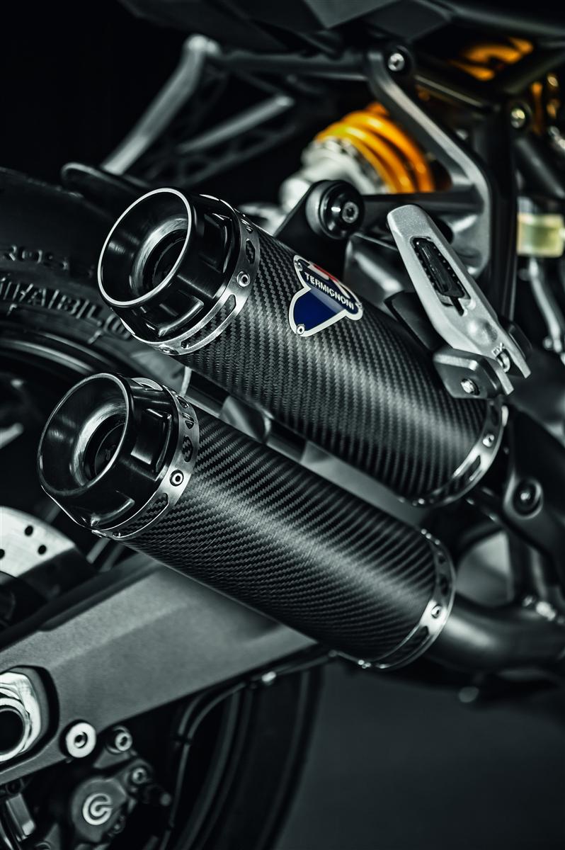 Carbon racing silencers. M821