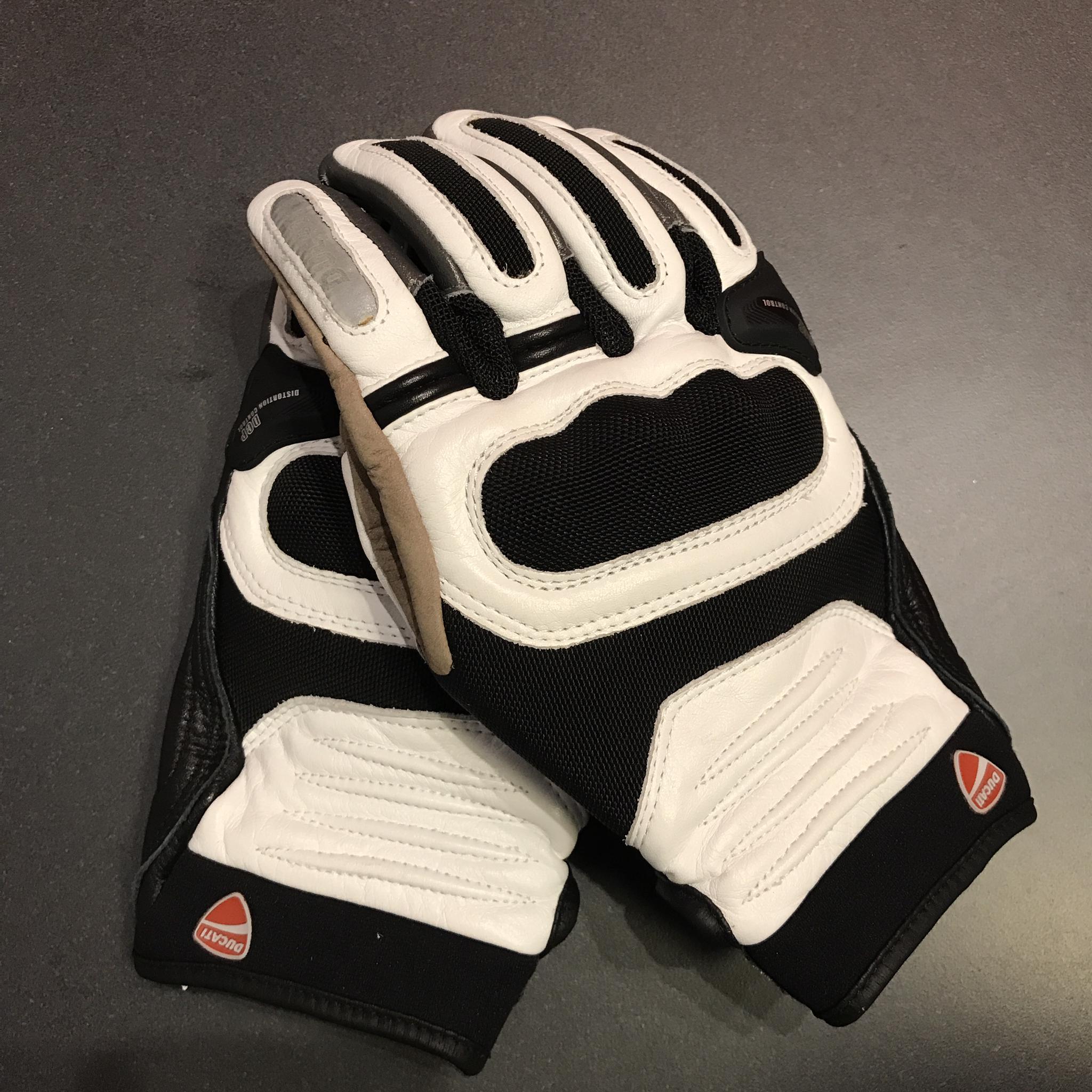 Gloves White Medium