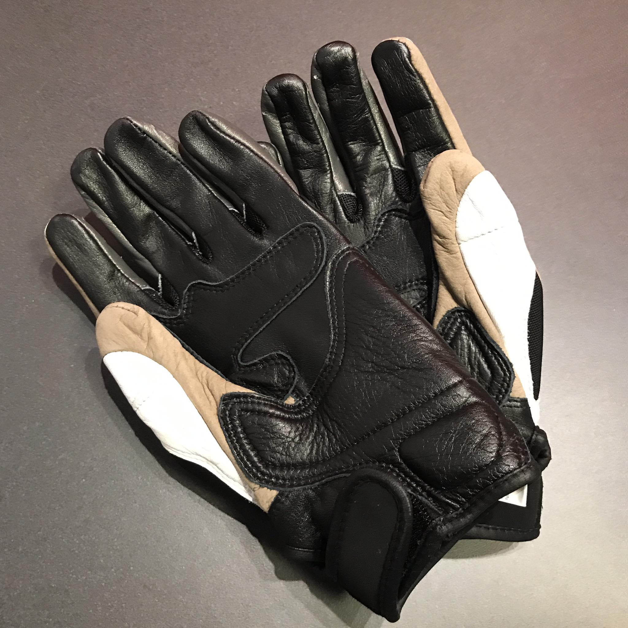 Gloves White Medium 981022704
