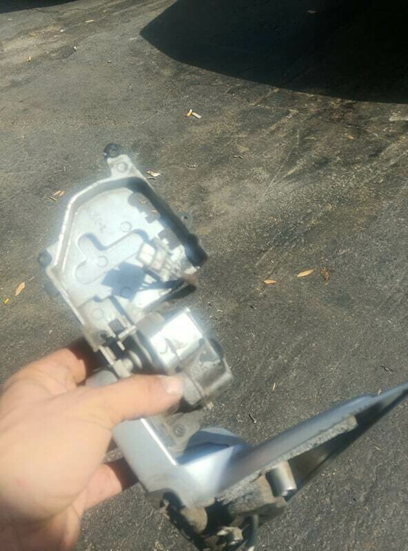 pair r32 mirrors for parts (used - some parts missing  already)