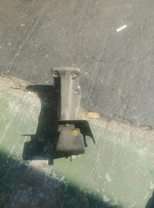 oem r32 Gtr right (looking at the engine) side motor mount