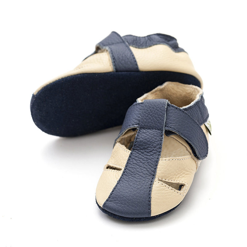 Pääsuke sandaalid