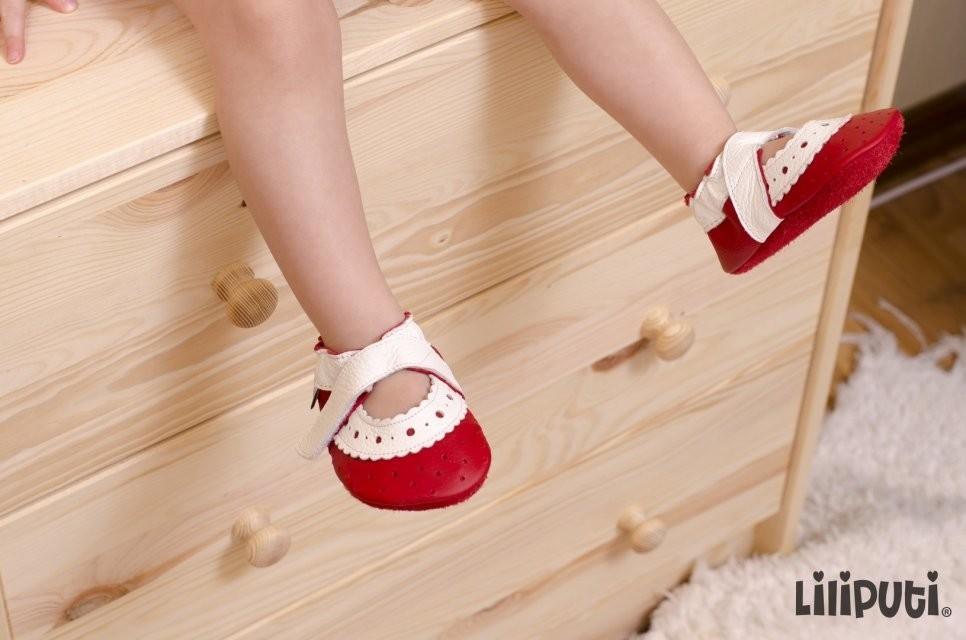 Roos sandaalid