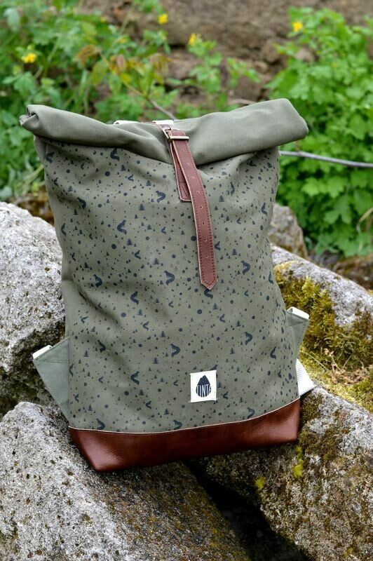 Backpack Olive with black foxes