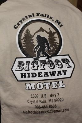 Big Foot Hideaway Motel Logo Tan T-shirt