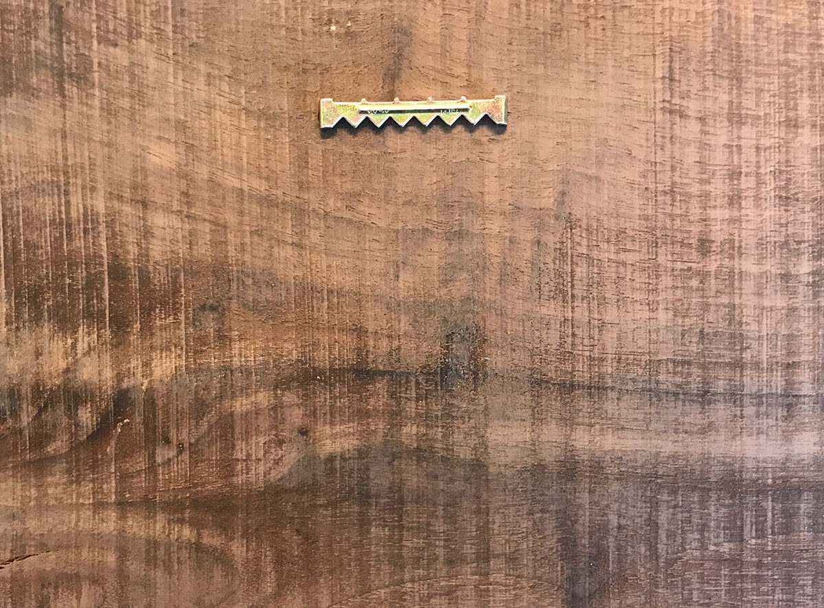Saw tooth hanger
