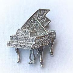 Platinum-Plated Swarovski Crystal Grand Piano Design Brooch/Hat/Pin