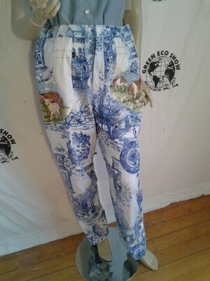 Womens Pants XL 34  Chinese print with  farm animal pockets
