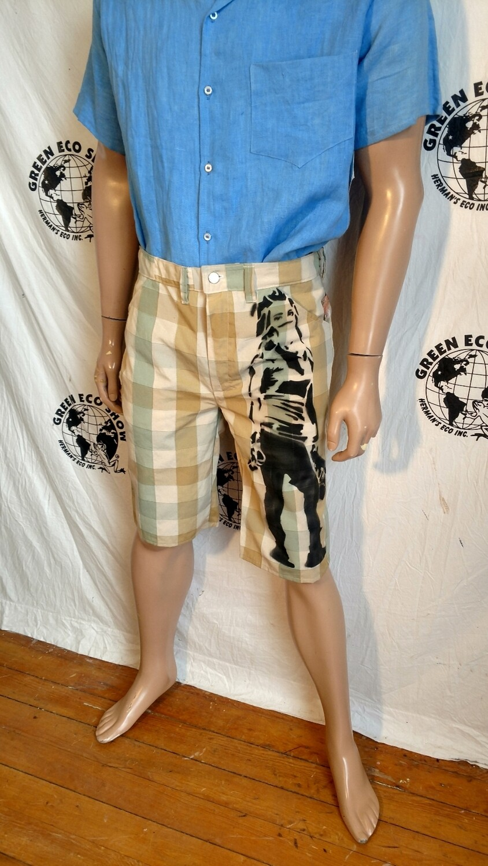 Grafitti shorts 36 check spray paint woman