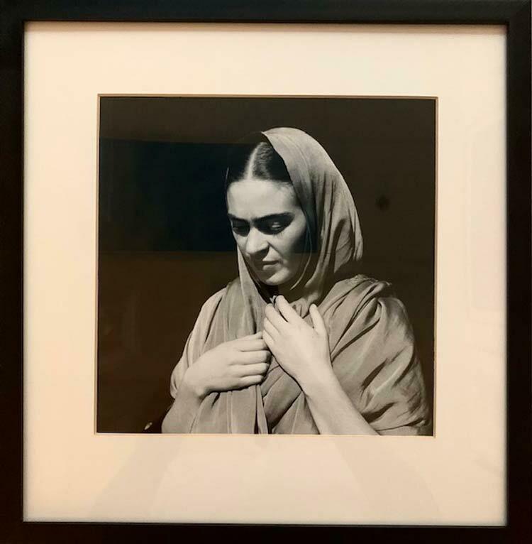Fritz Henle - Frida holding her Shawl