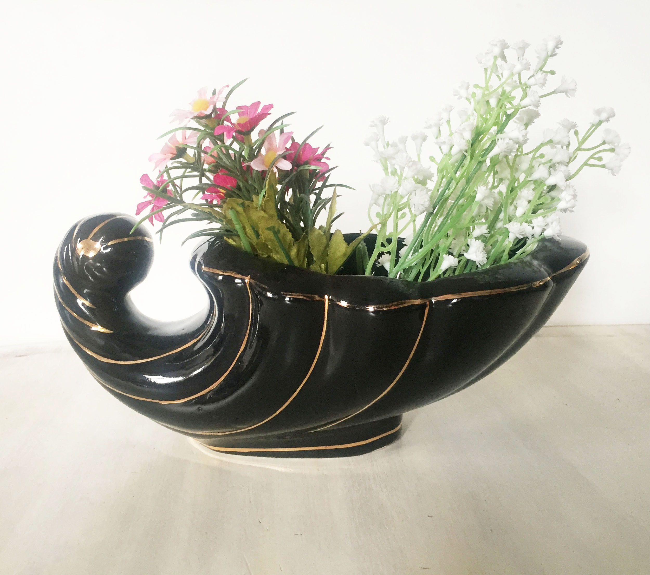 Black 80's large shell planter 00050