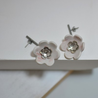 First Flor Earrings