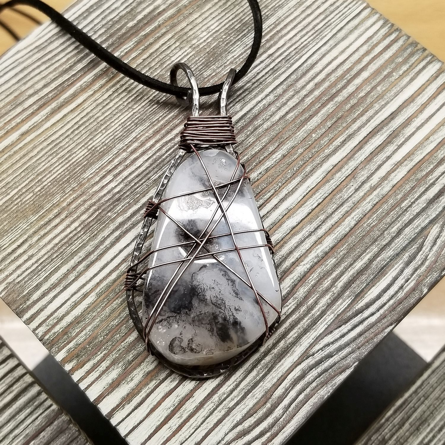 White, Black, and Gray Agate Pendant Necklace 00001