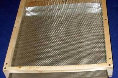5 frame NUC Small Hive Beetle Trap w/ Integrated Bottom board SHBTIBB5FR