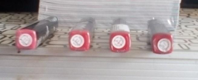 Ультрасияющий блеск для губ LEGENDARY RED