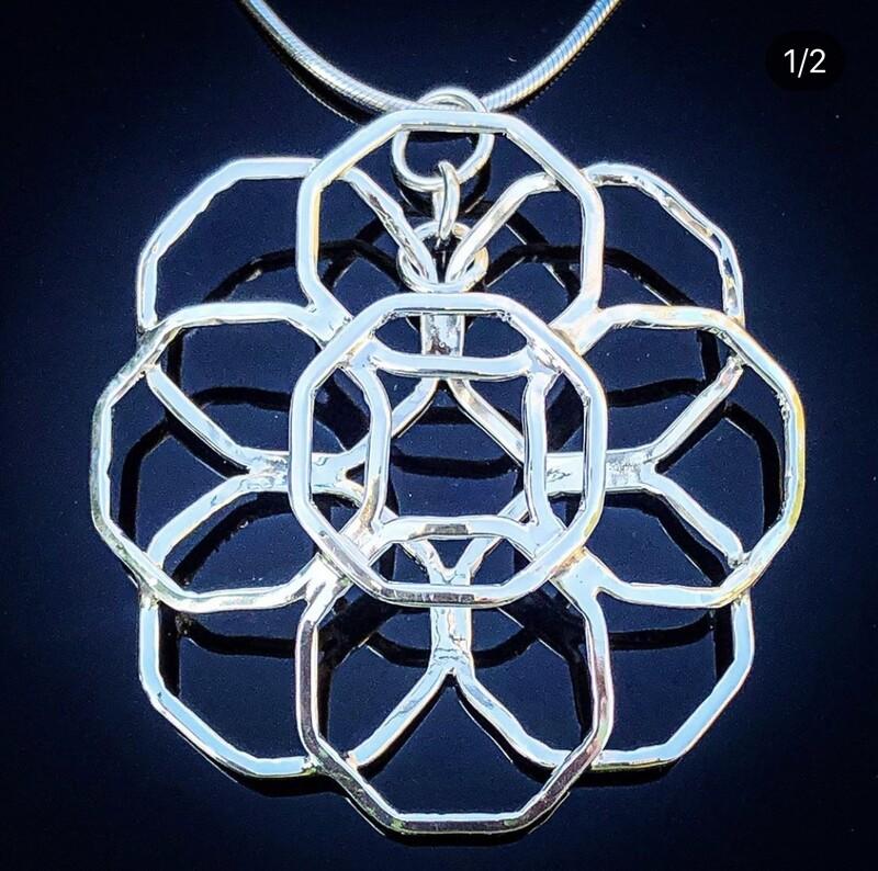 Structural geometric pendant