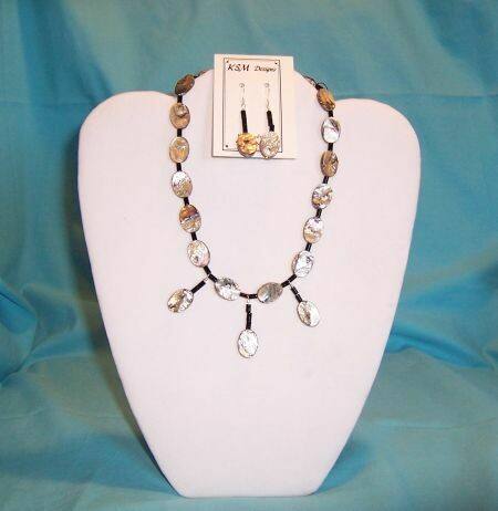 Shell & Onyx Necklace & Earring Set