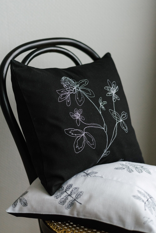 """Rödklöver"" Pillow Cover"
