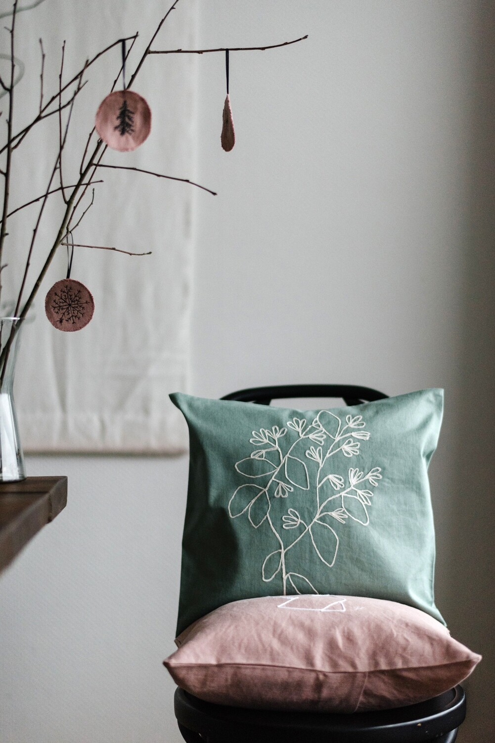 """Jasmin - line"" Pillow Cover"