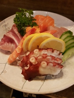 Assorted Sashimi (14 pcs)