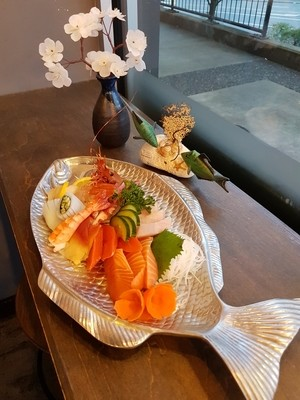 Deluxe Assorted Sashimi (23 pcs)