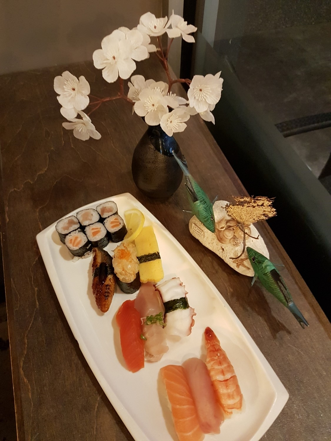 Deluxe Assorted Sushi Combo