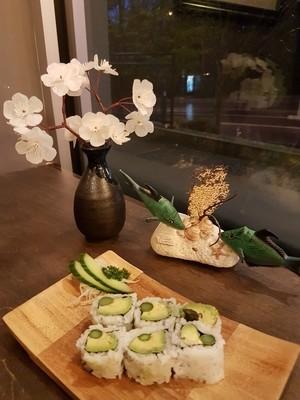Avocado & Asparagus Roll