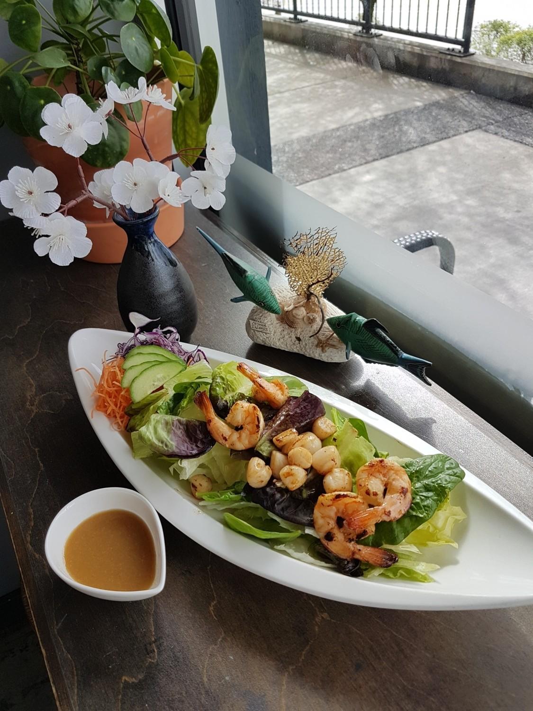 Grilled Scallop & Ebi Salad
