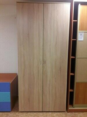 Шкаф для одежды с распашными дверцами