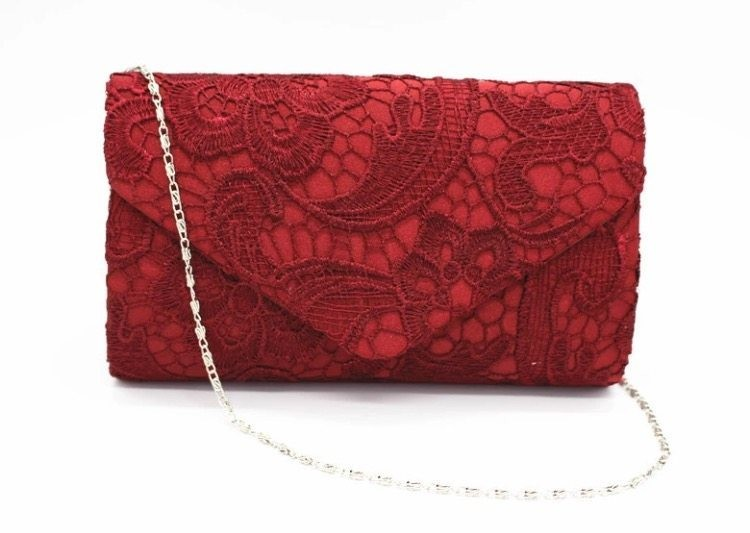LACE CLUTCH RED