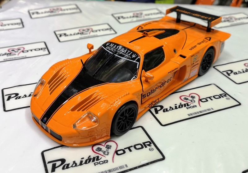 1:24 Maserati MC12 Solar Direct 2007 Bburago En Display / A Granel