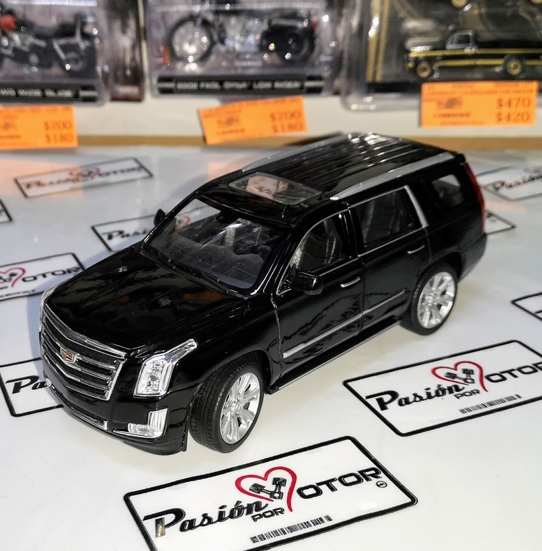 1:27 Cadillac Escalade 2017 Negro Welly 1:24 En Display / A Granel