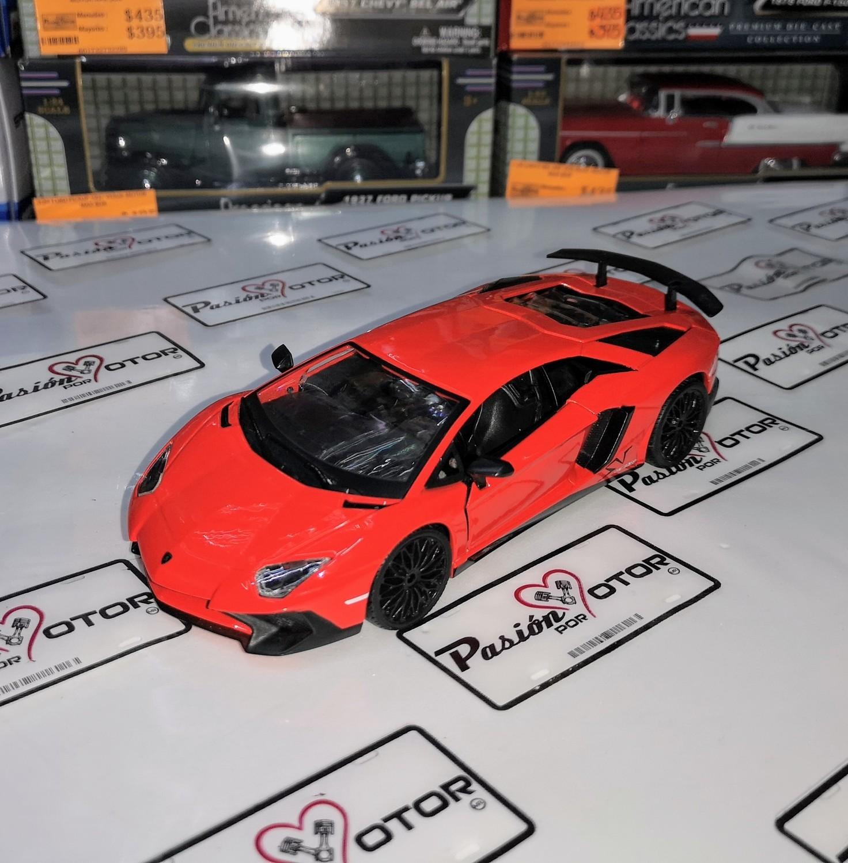 1:24 Lamborghini Aventador Lp 750-4 Sv Bburago En Display / A Granel