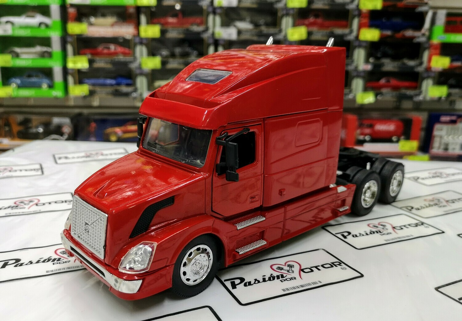 1:32 Volvo VN 780 Rojo Tractocamion Cabina New Ray En Display / A Granel