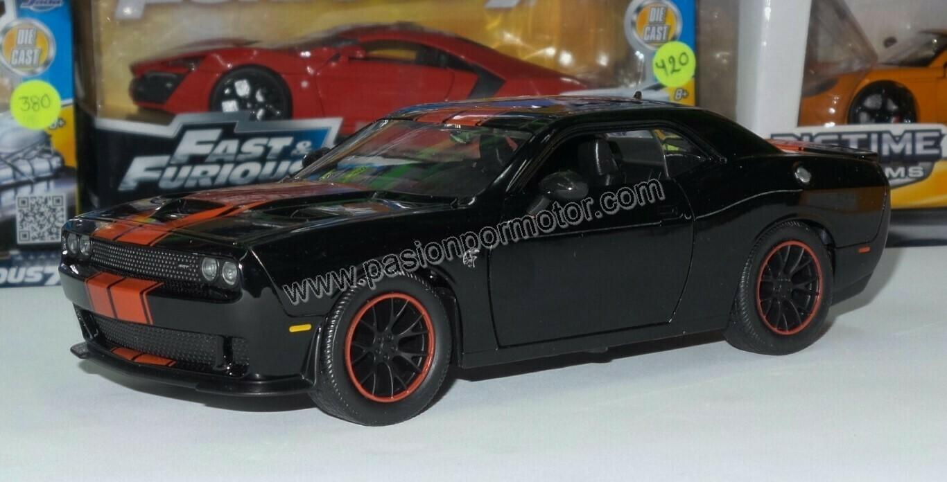 1:24 Dodge Challenger SRT Hellcat 2015 Negro Franjas Rojas Jada Toys Big Time Muscle En Display / A Granel