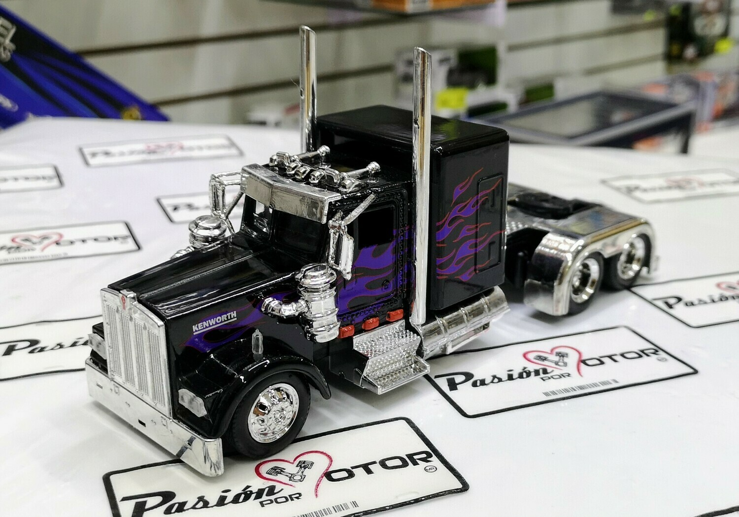 1:43 Kenworth W900 1979 Custom Negro Flamas Purpura Cabina Tracto New Ray