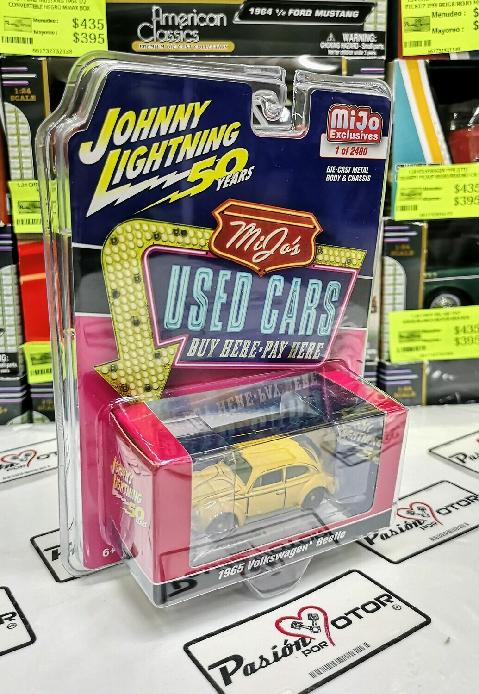 1:64 Volkswagen Beetle 1965 Amarillo Johnny Lightning Mijo´s Used Cars