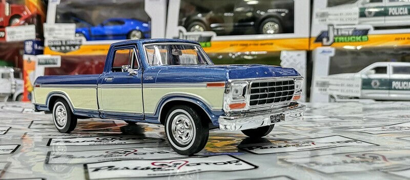 1:24 Ford F-150 Custom 1979 Pick Up Azul c Beige Motor Max C Caja