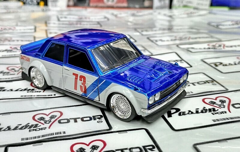 1:32 Datsun 510 1973 Azul C Blanco Jada Toys JDM Tuners En Display a Granel Nissan