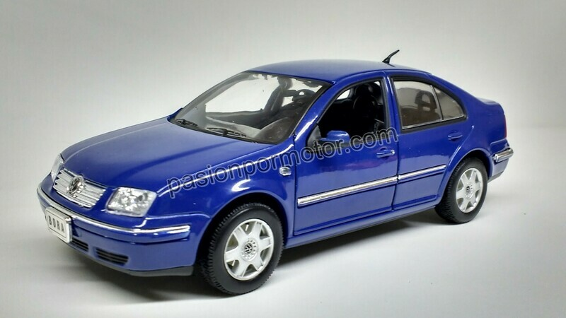 1:24 Volkswagen Bora - Jetta A4 1999 Azul Welly En Display / A Granel