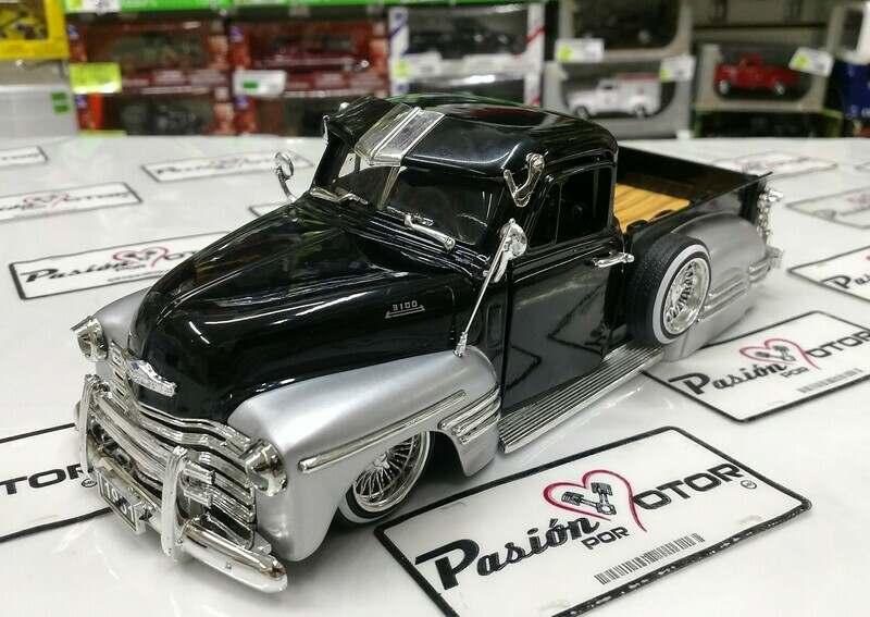 1:24 Chevrolet Pick Up 1951 Negro Plata Jada Toys Just Trucks En Display / A Granel