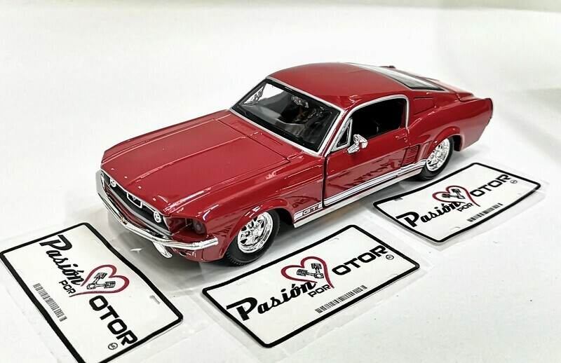 1:24 Ford Mustang GT 1967 Fastback Rojo Maisto Special Edition En Display / A Granel