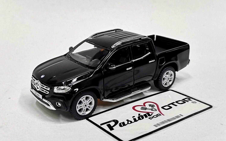 1:42 Mercedes Benz Clase X Pick Up 2017 Negro Kinsmart En Display / A Granel