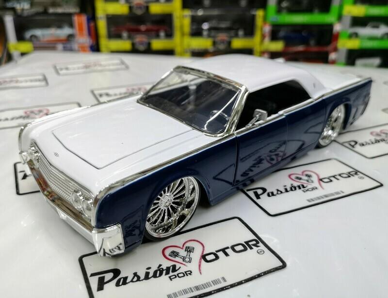 1:24 Lincoln Continental 1963 Azul y Blanco Jada Big Time Kustoms En Display / A Granel