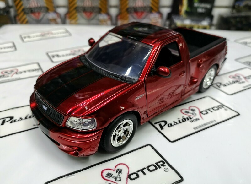 1:24 Ford Lobo F-150 SVT Lightning 1999 Rojo Con Franjas Jada Toys Just Trucks En Display / A Granel